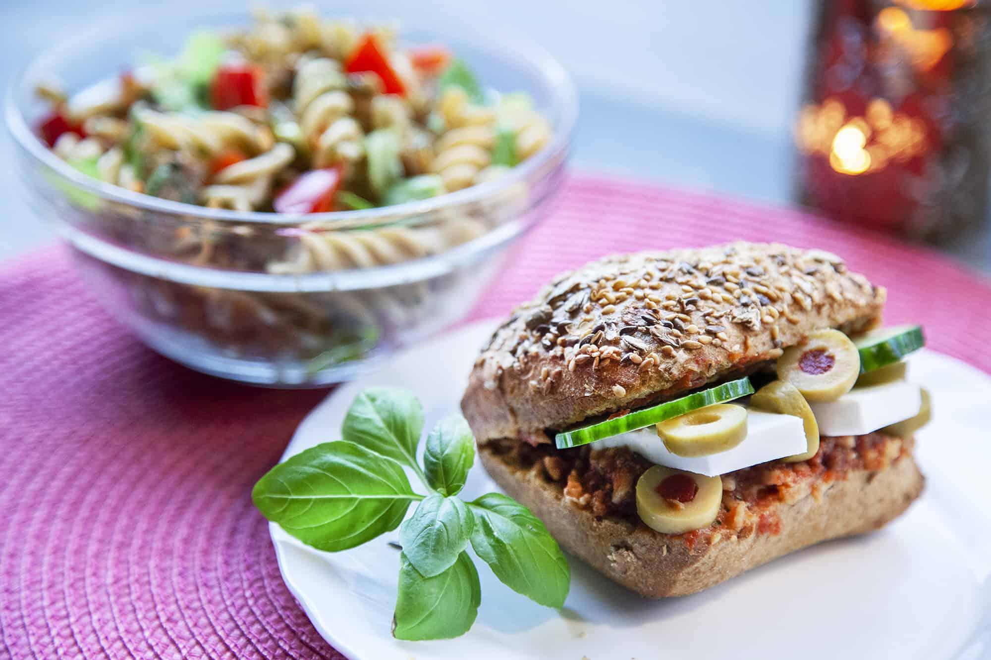 vegan-salata-szendvics-napfenyes-cukraszat
