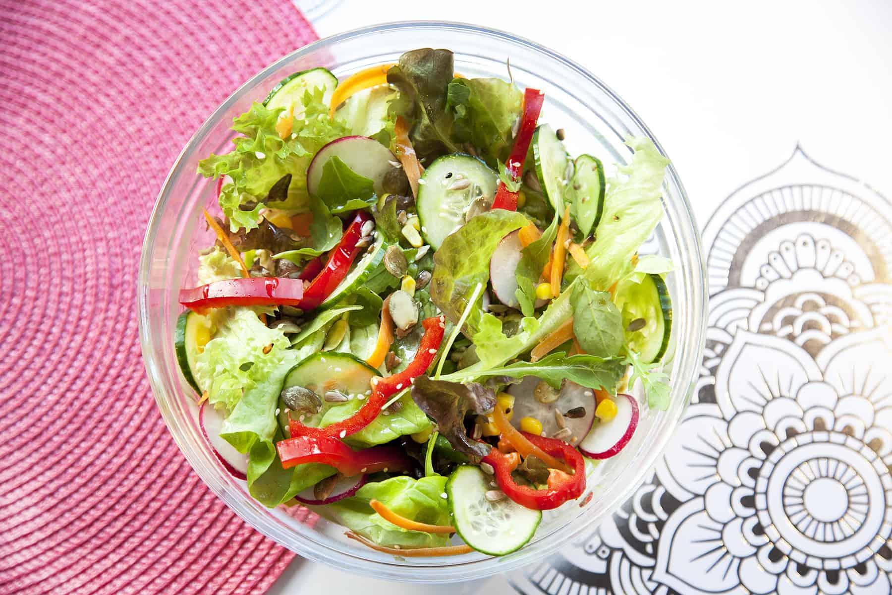 vegan-tavaszi-salatab-napfenyes-cukraszat