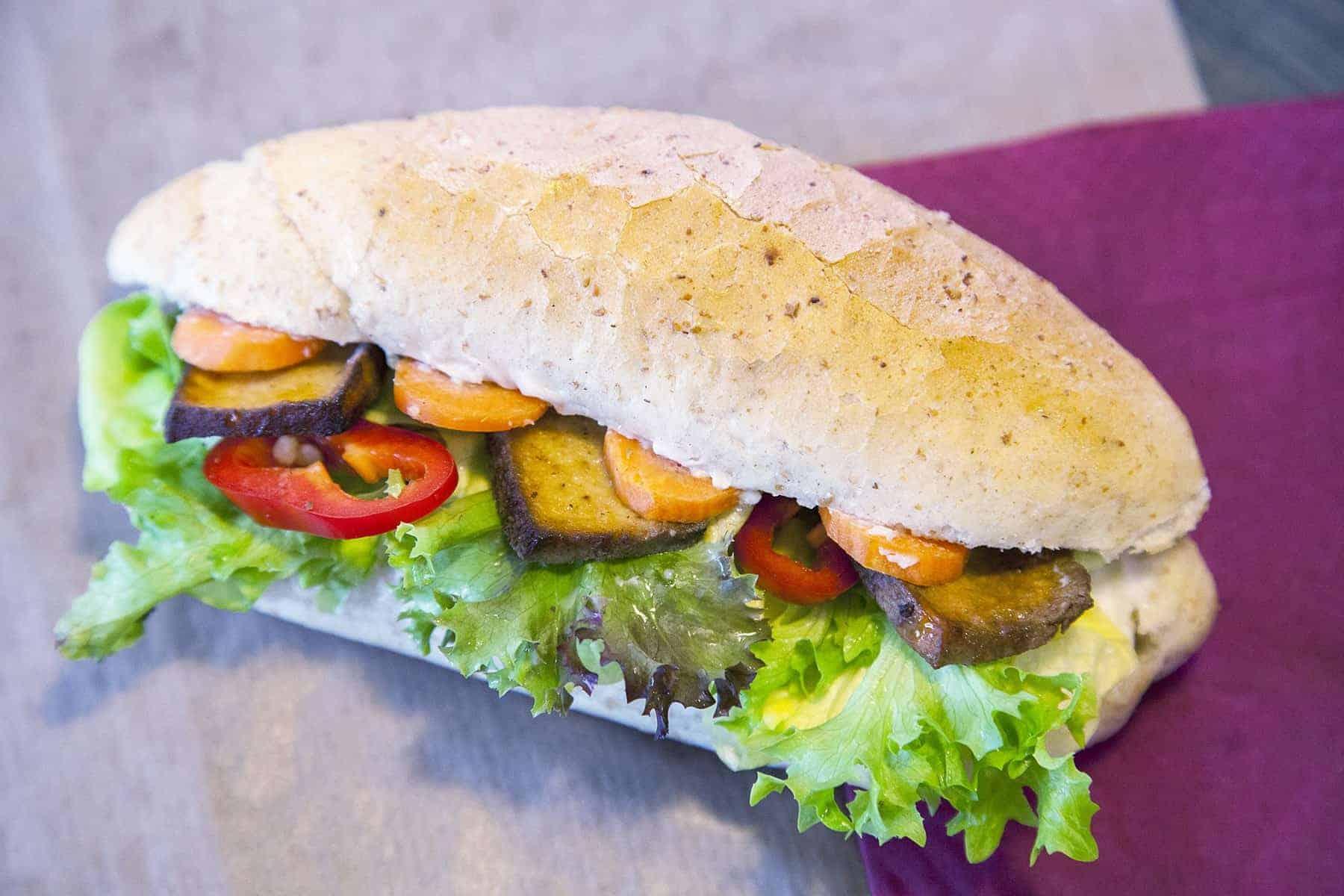 vegan-tofus-szendvics-napfenyes-cukraszat